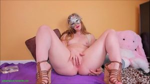 Image ixxx loira mascarada coçando essa pepeca gulosa