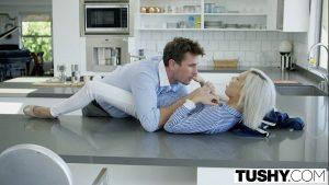 Image Sex videos dando uma trepada no balcão da cozinha