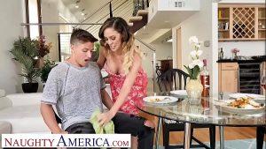 Image Mãe tocando punheta para o seu filho que é bem dotado
